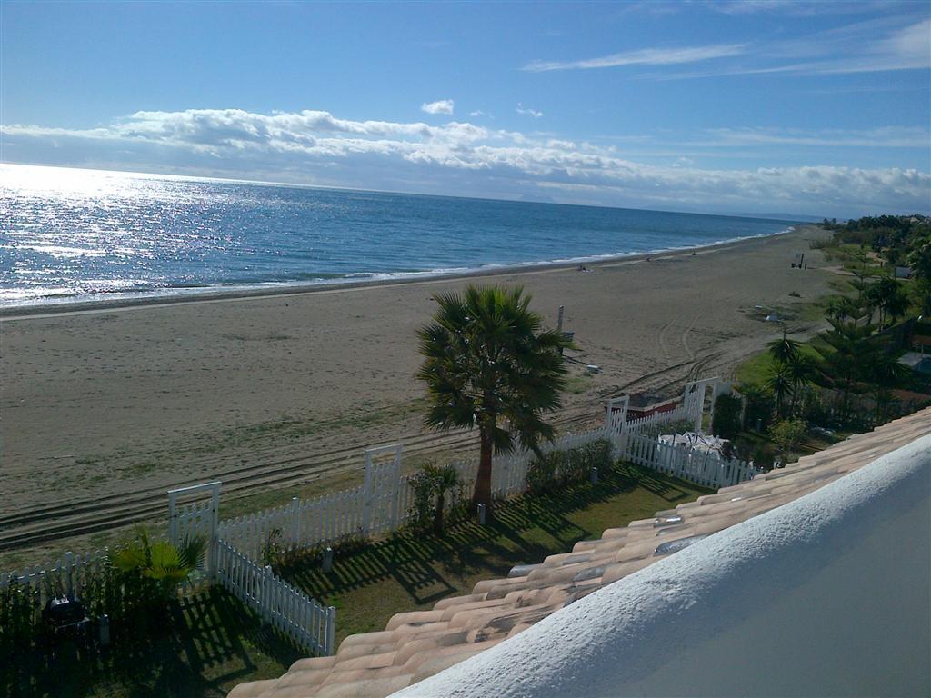 , Estepona, Costa del Sol. 3 Bedrooms, 3 Bathrooms, Built 0 m².  Setting : Beachfront, Beachside. Or,Spain