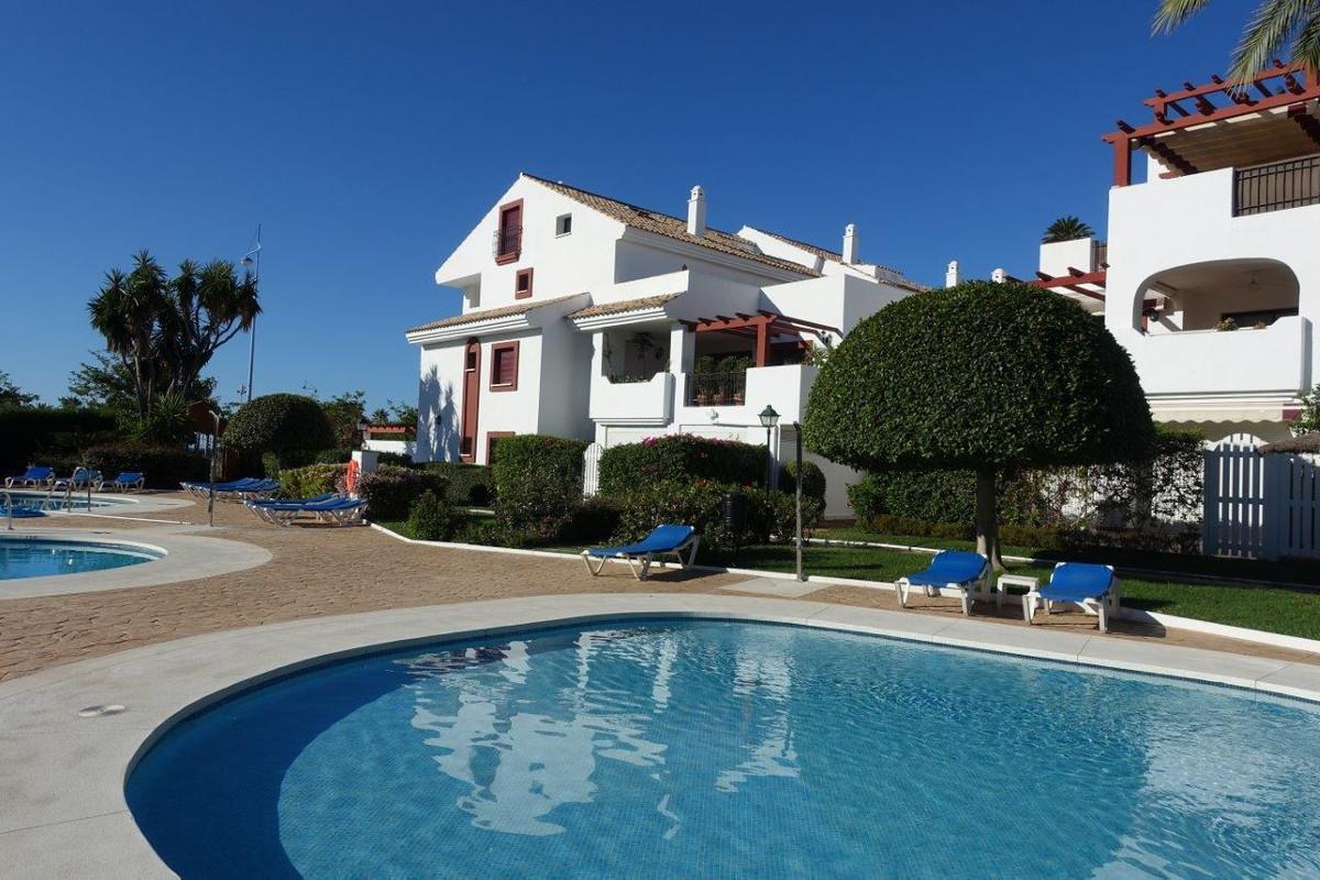 Beautiful groundfloor apartament located in a beachside urbanization in San Pedro de Alcantara, only,Spain