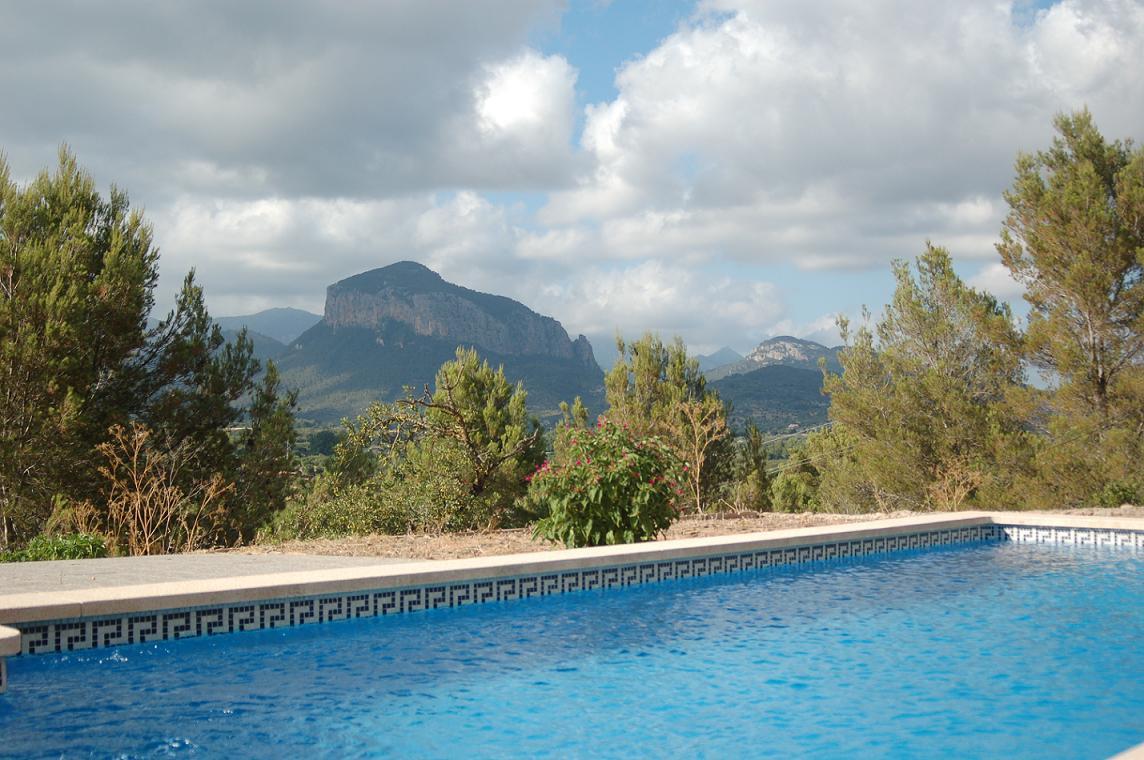 Villa in Alaro, 110m2 built, three bedrooms, four bathrooms, kitchen, living room - dining room, fen,Spain
