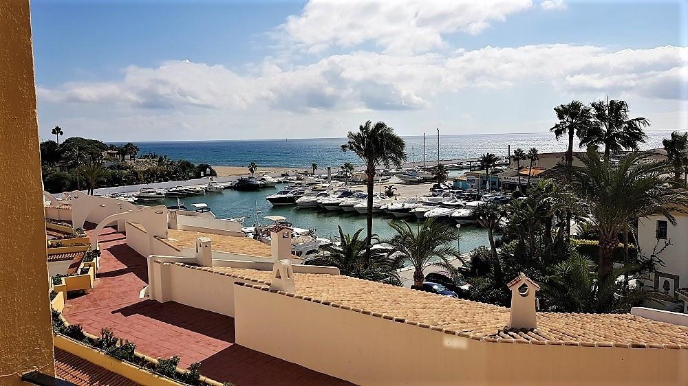BEACHFRONT, Perfect rental investment. Middle Floor Apartment, Puerto de Cabopino, Costa del Sol. Fa,Spain