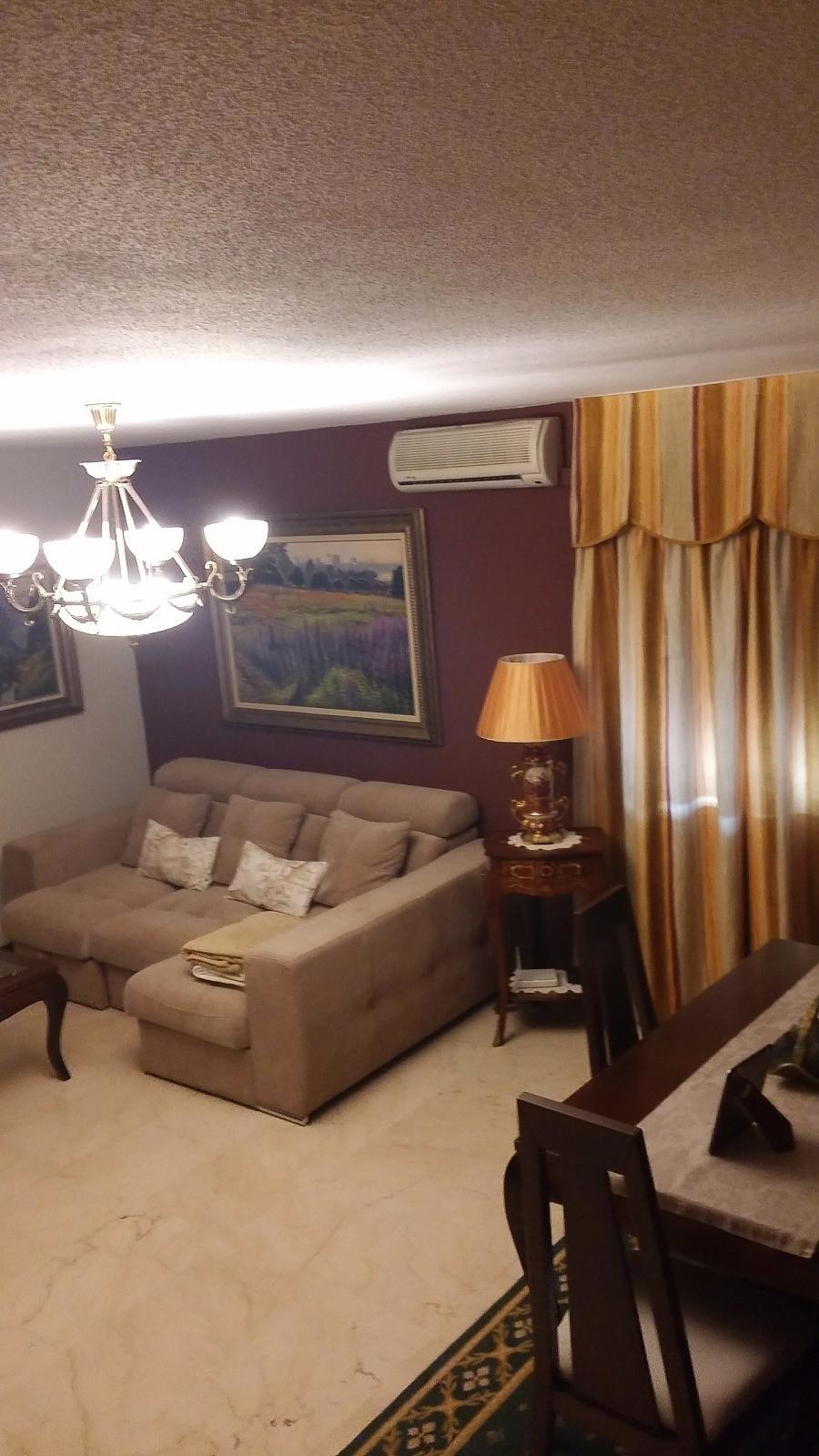 Piso Muy Amplio y luminoso , tiene 4 dormitorios y 2 banos , con plaza de garaje subteranea. situado,Spain