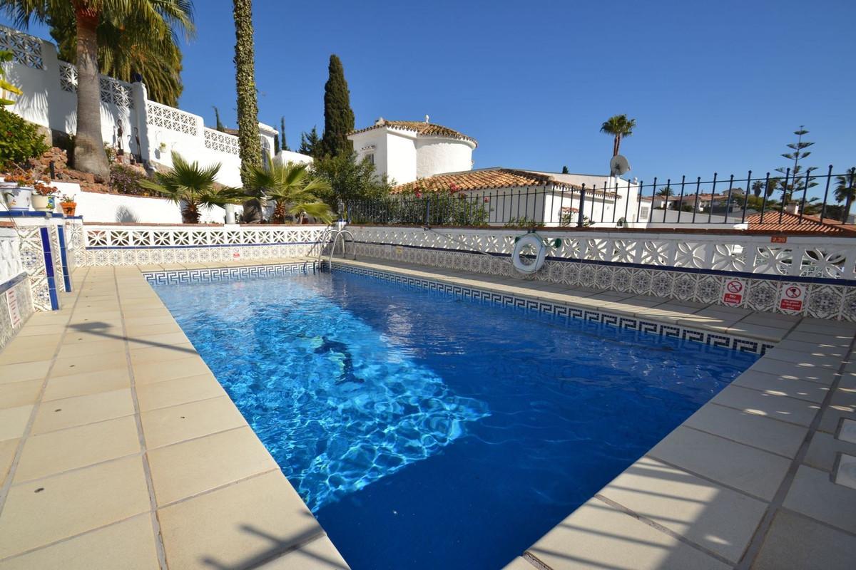 Magnificent 5 bedroom villa in Benalmadena located in the quiet urbanization of Monte Alto, divided ,Spain