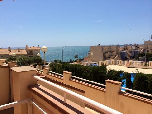 un apartamento de 100m2 esta en planta baja tiene una terraza  de 35m2 con impresionantes vistas al ,Spain