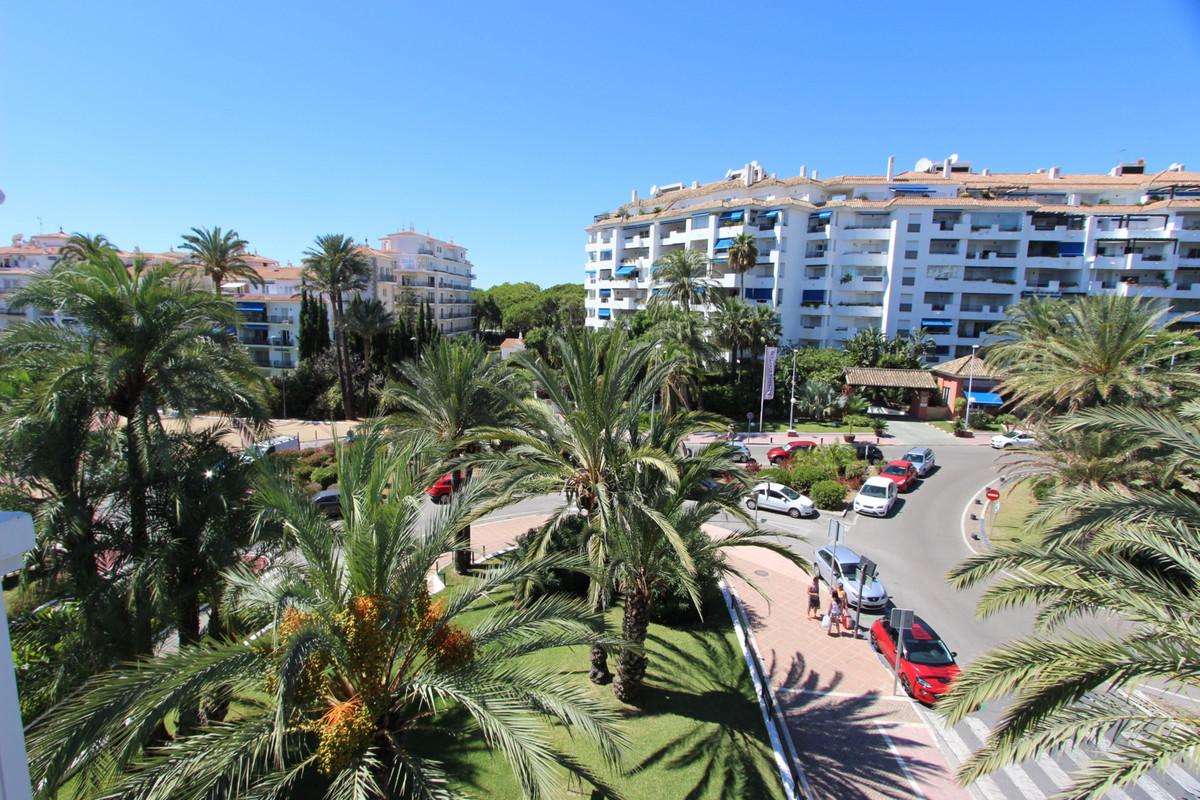 Middle Floor Apartment, Puerto Banus, Costa del Sol. 3 Bedrooms, 3 Bathrooms, Built 268 m², Terrace ,Spain
