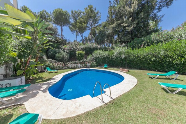 El Alcornoque, Nueva Andalucia - 3 bedroom 2.5 bathroom townhouse situated in a small community situ,Spain