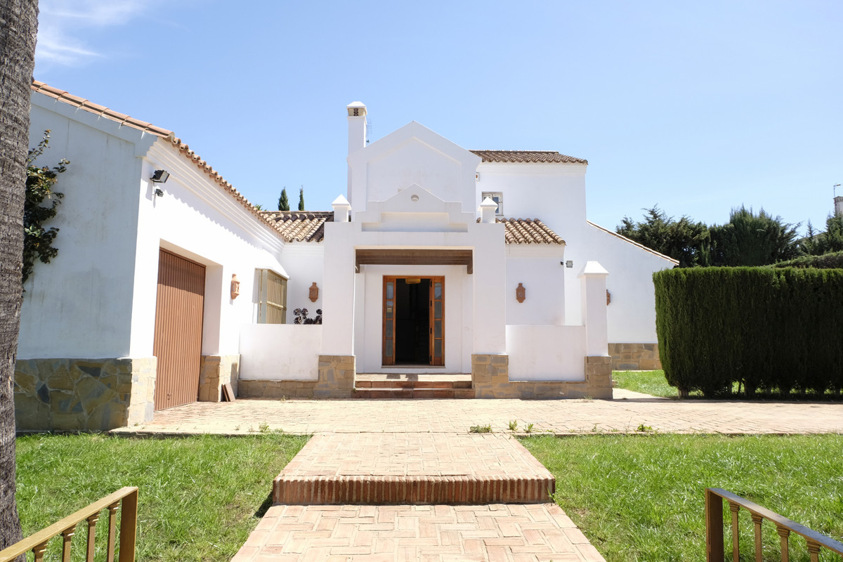 Detached Villa, Sotogrande, Costa del Sol. 3 Bedrooms, 3 Bathrooms, Built 286 m², Garden/Plot 1562 m,Spain