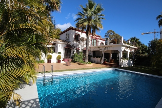 Detached Villa, El Paraiso, Costa del Sol. 3 Bedrooms, 3 Bathrooms, Built 250 m², Terrace 54 m², Gar,Spain