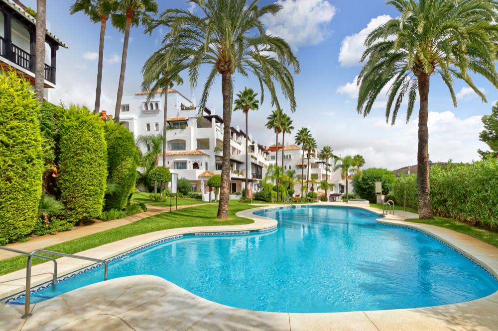 Price: 2277€/sqm : 101 sqm Great apartment of 152 sqm located in Calahonda: 101 sqm built and 51 sqm,Spain