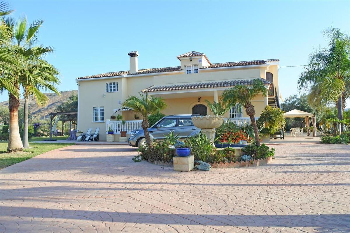 Finca - Cortijo, Alhaurin el Grande, Costa del Sol. 5 Bedrooms, 5 Bathrooms, Built 286 m², Terrace 2,Spain