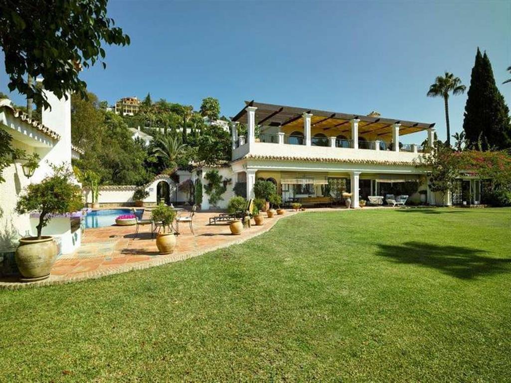 "A fabulous Spanish ""cortijo-type"" south-facing villa on a very large plot enjoying views t,Spain"