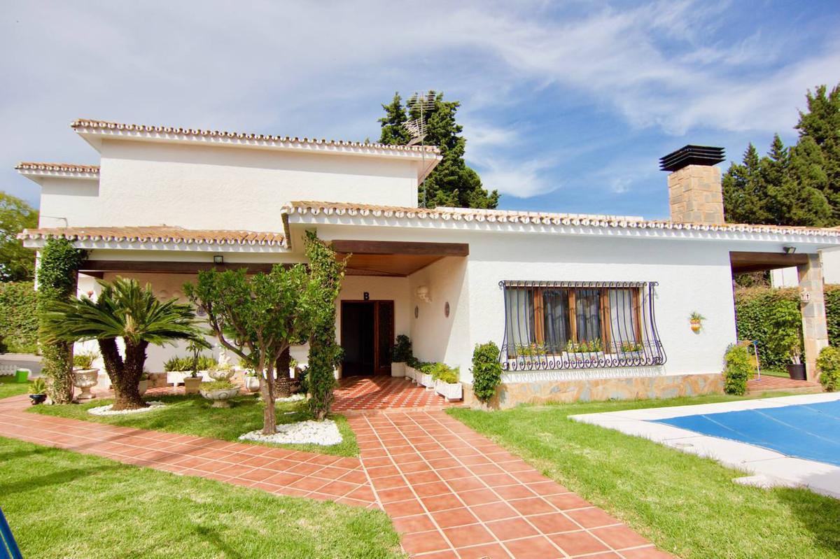 Detached Villa, , Costa del Sol. 5 Bedrooms, 2 Bathrooms, Built 255 m², Terrace 45 m², Garden/Plot 9,Spain