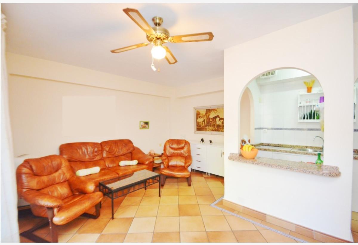 Beautiful apartment next to the Hotel el Fuerte de Marbella. The apartment consists of 2 bedrooms, a,Spain