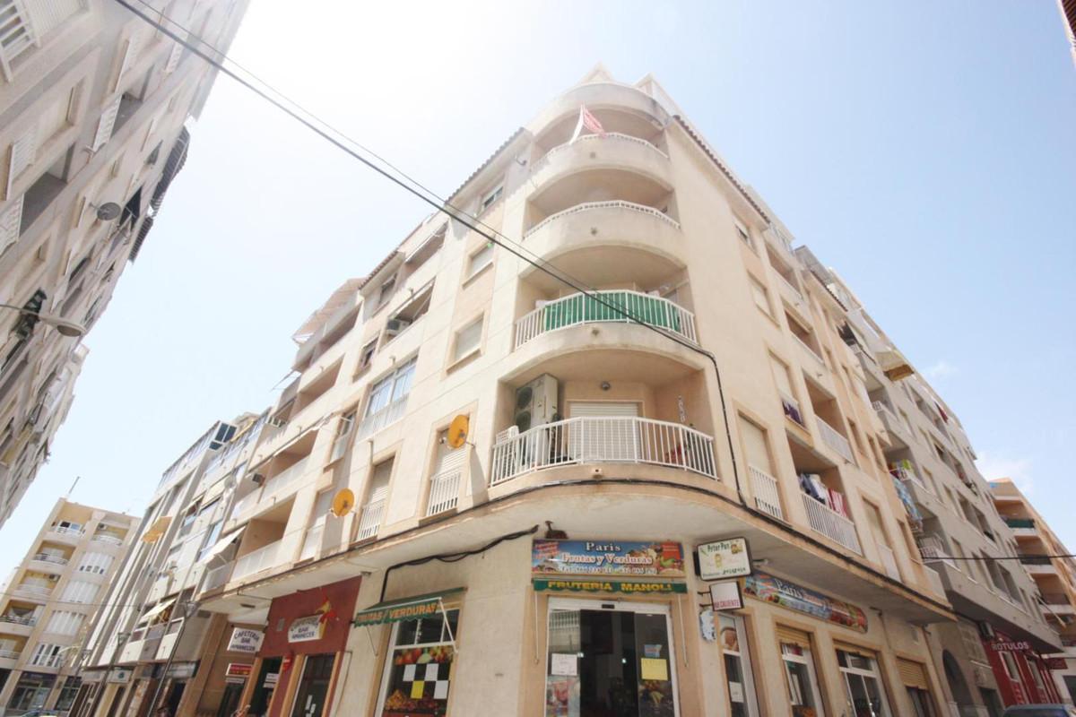 2 BEDROOM APARTMENT IN AVENIDA HABANERAS, TORREVIEJA. This property is a corner property in Avenida ,Spain