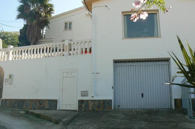 Villa en Benajarafe with short distance to the beach. The villa has two bedrooms, one bathrooms, lar,Spain
