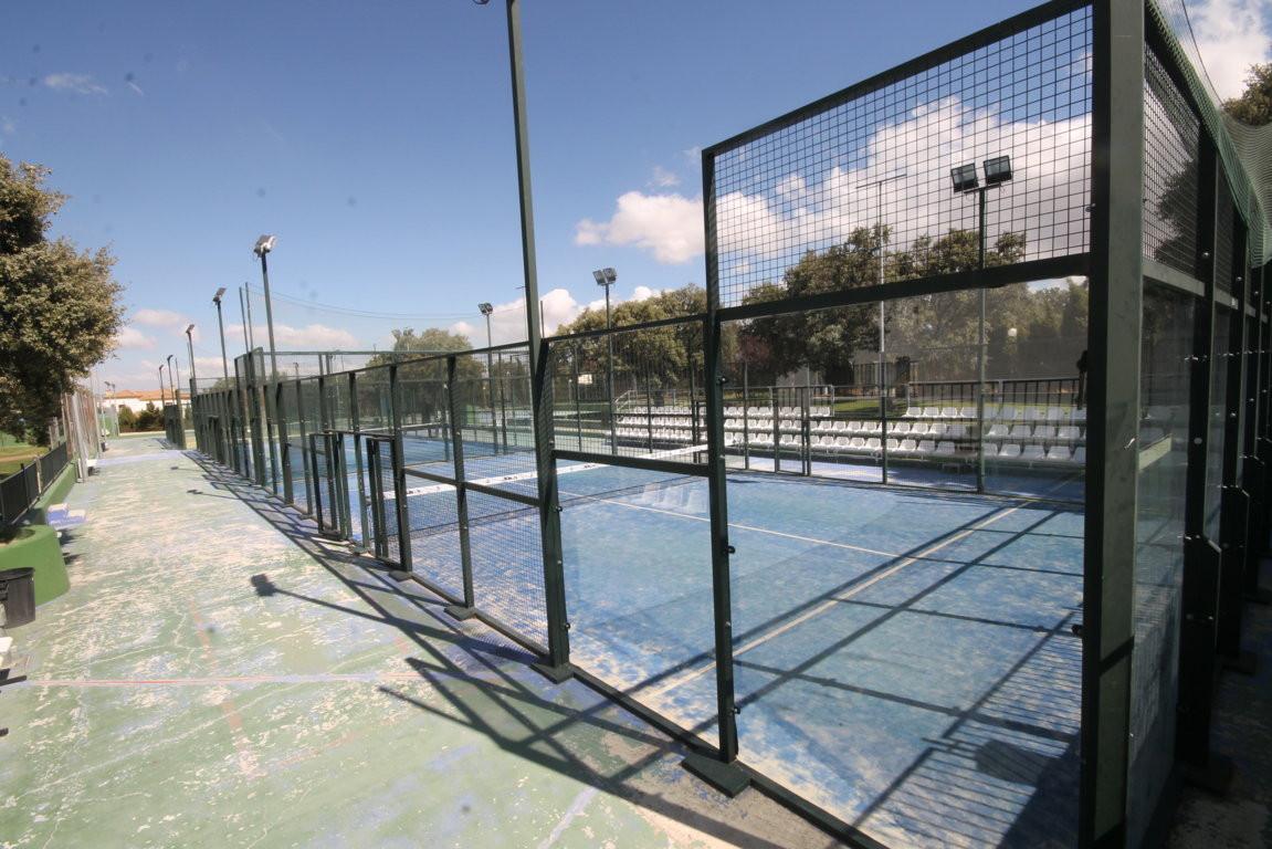 Club de Padel en Ronda  Negocio rentable, con 150 socios (abono de 60�/mes por socio). Tres apartame,Spain