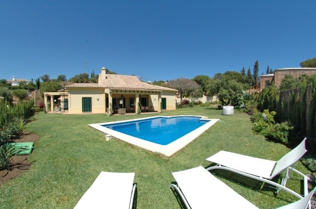 URGENT SALE: Very SPACIOUS one level bungalow villa in Elviria, in East Marbella, in walking distanc,Spain