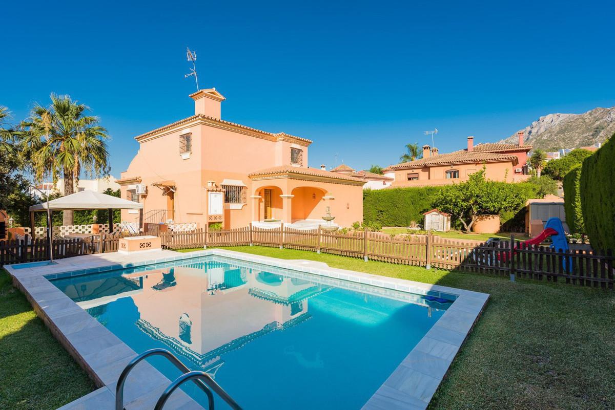 Beautiful house in Huerta del Prada, Marbella, with magnificent mountain views and short walking dis,Spain
