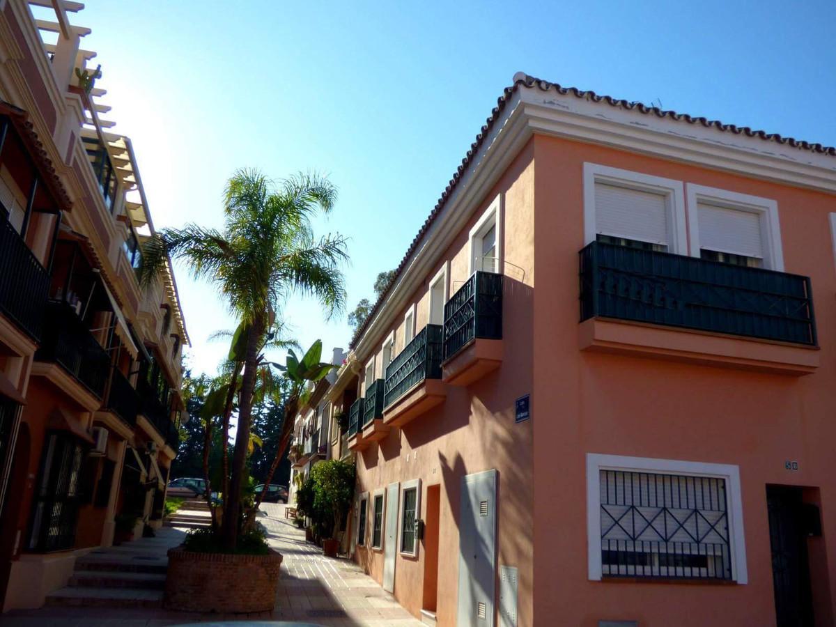 2 bedroom  in San Pedro Alcantara  Cozy apartment in residential area of San Pedro de Alcantara, clo,Spain