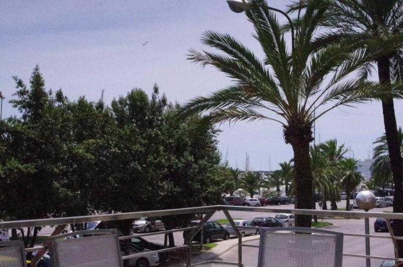 Bonito piso en Paseo Maritimo con gran balcon de unos 10 metros cuadrados. Con dos dormitorios doble,Spain