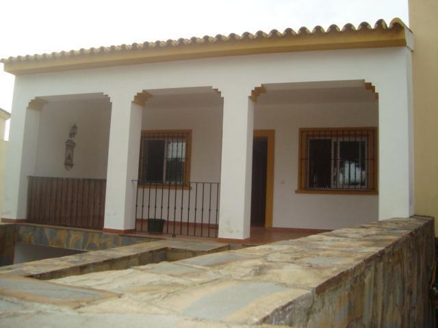 Located in Pueblo Nuevo de Guadiaro, in a quiet urbanization close to  la Canada golf club, this sup,Spain