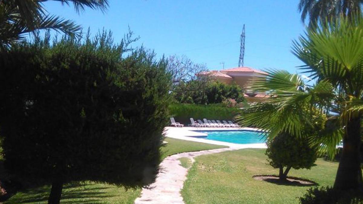 Ground Floor Apartment, Atalaya, Costa del Sol. 1 Bedroom, 1 Bathroom, Built 85 m².  Setting : Beach,Spain