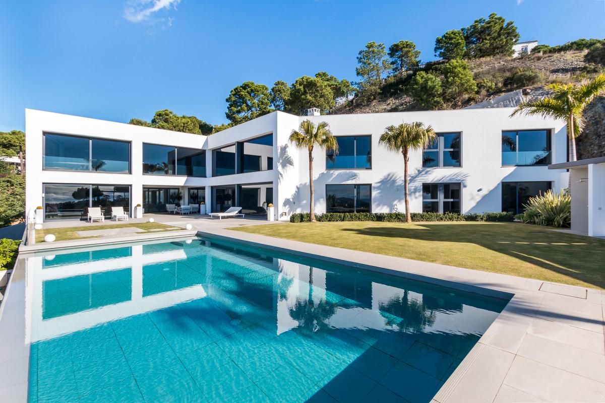 Immaculate modern Villa located below the Prestigious Zagaleta. Divided into 2 floors plus garage, tSpain