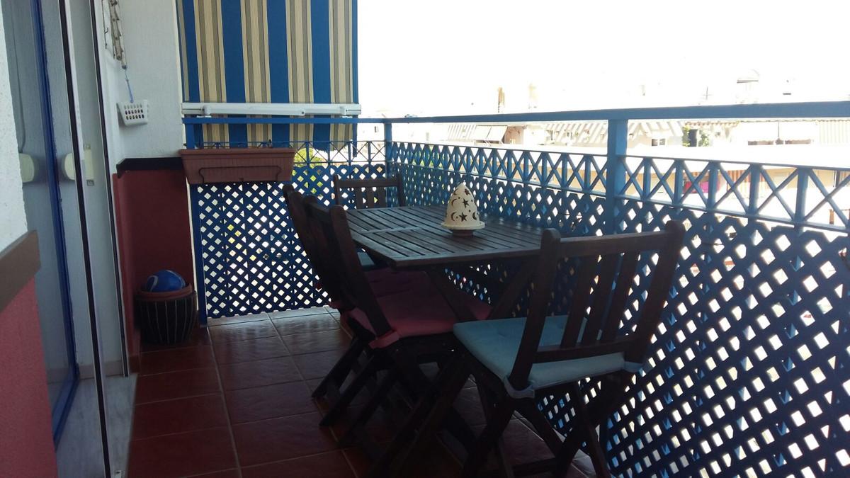 Middle Floor Apartment, Estepona, Costa del Sol. 3 Bedrooms, 1 Bathroom, Built 90 m².  Setting : Tow,Spain