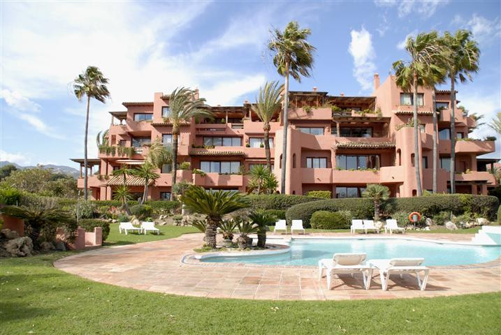 Luxury 6 bedroom ground floor duplex facing south in Alicate Playa firstline beach, gated complex lo,Spain