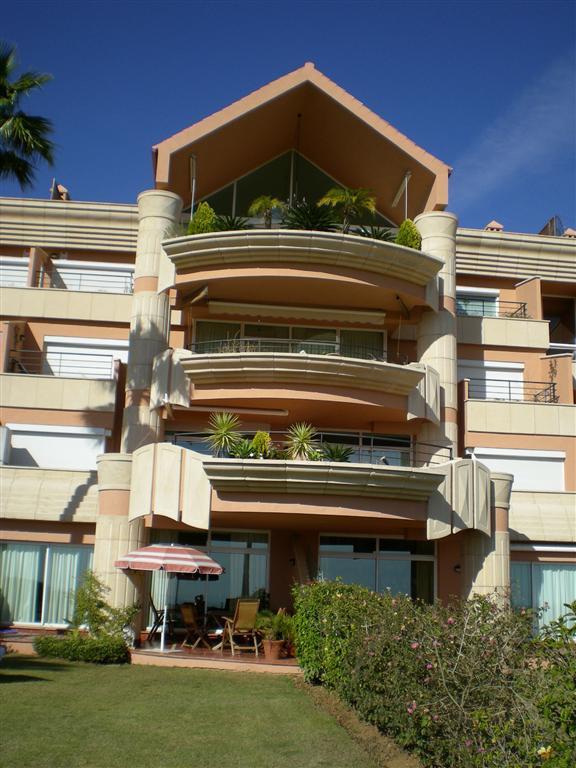 Apartamento amueblado de lujo de dos habitaciones en Magna Marbella,con jacuzzi en la habitacion pri,Spain