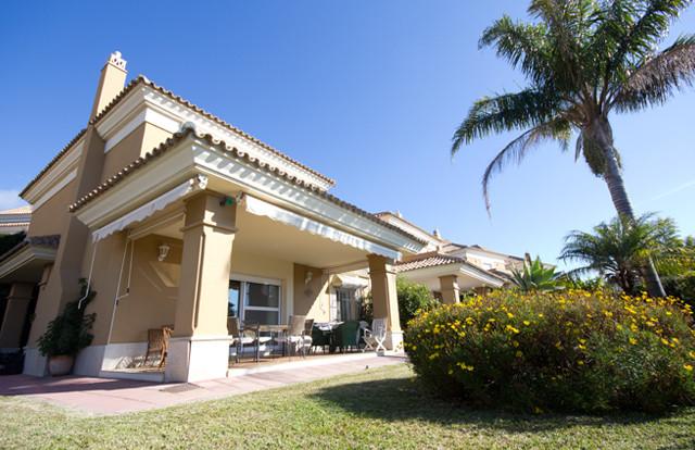 PRICED TO SELL - A beautiful 3 Bedroom SEMI-DETACHED villa in Santa Clara Golf.  Semi-detached villa,Spain