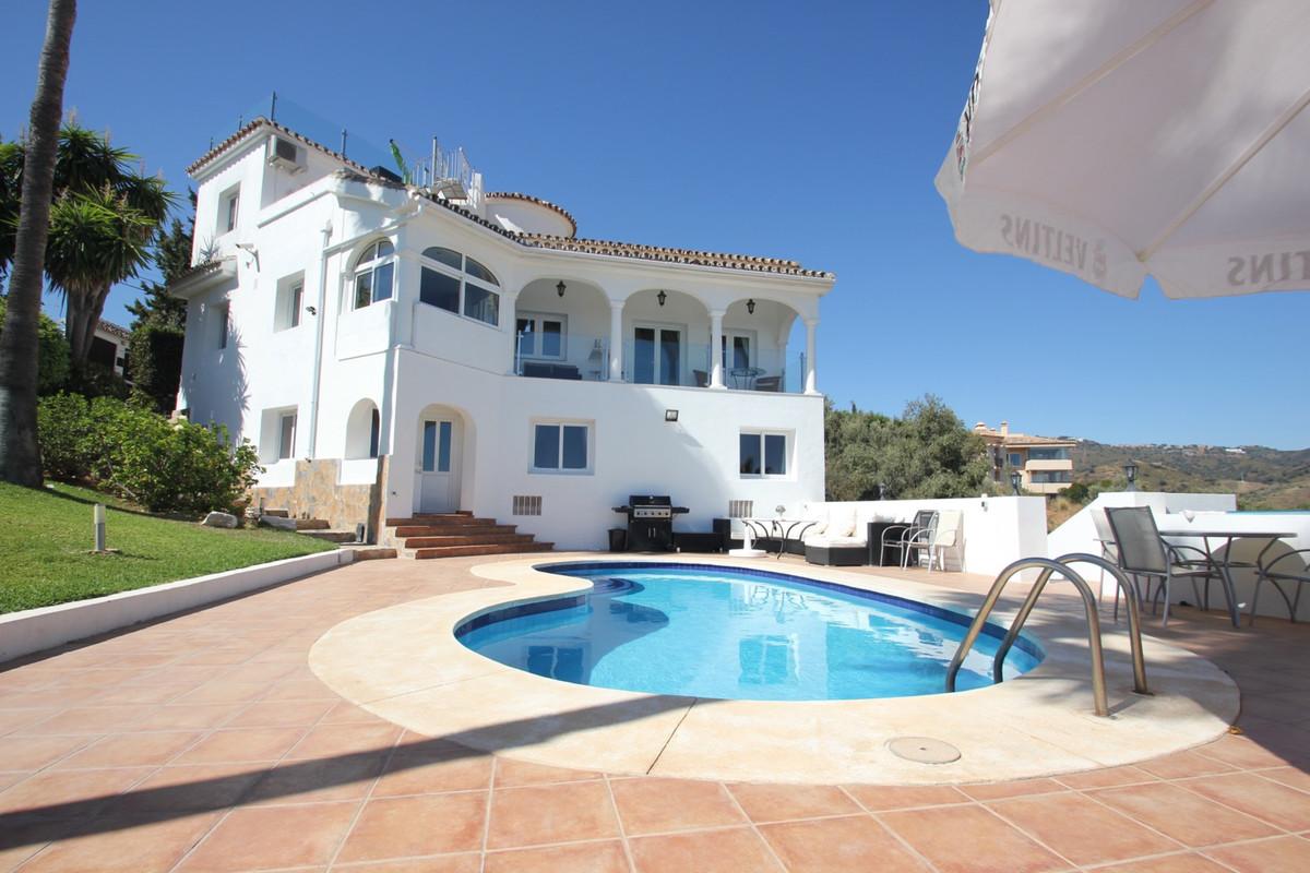 Beautiful 6 Bedroom 4 Bathroom villa situated in the prestigious urbanisation of Elviria, East Marbe,Spain