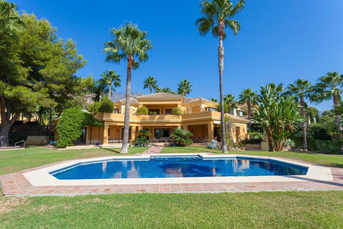 Detached Villa, The Golden Mile, Costa del Sol. 6 Bedrooms, 6.5 Bathrooms, Built 643 m², Terrace 131,Spain