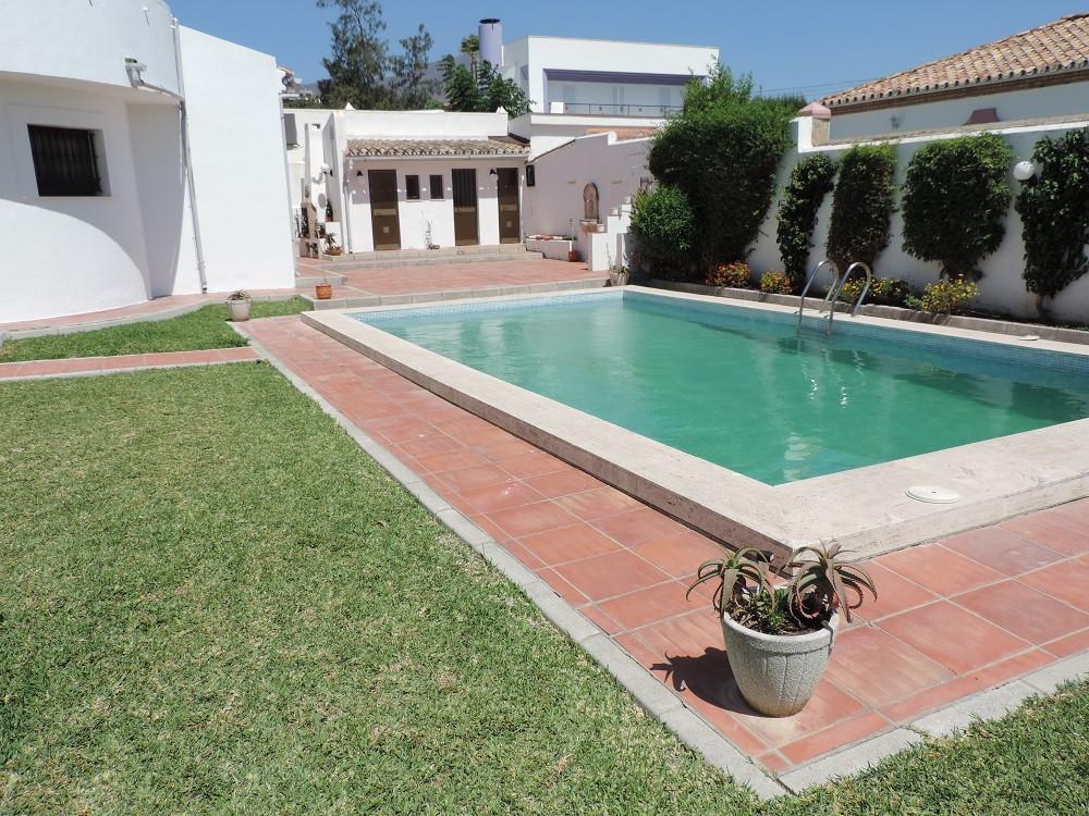 Detached Villa, Estepona, Costa del Sol. 6 Bedrooms, 3 Bathrooms, Built 300 m², Terrace 50 m², Garde,Spain