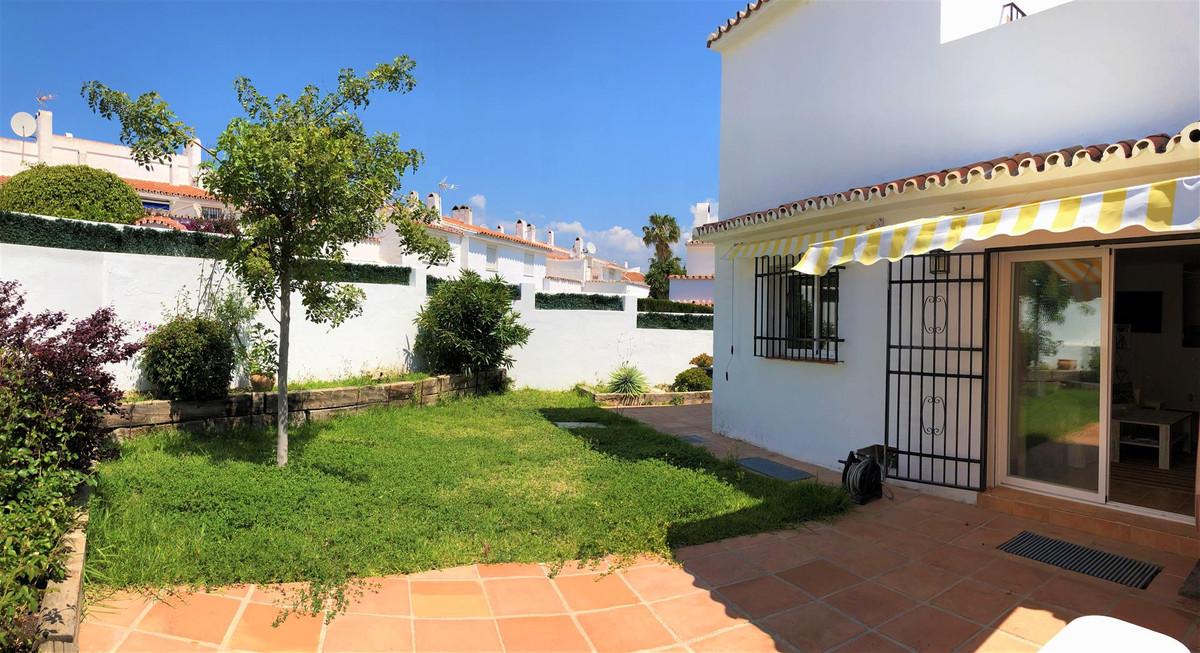 Semi-Detached House, Atalaya, Costa del Sol. 3 Bedrooms, 2 Bathrooms, Built 110 m², Terrace 100 m². ,Spain