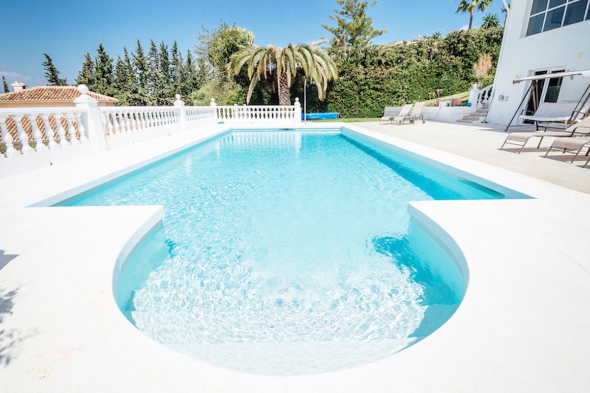 Beautiful and peaceful villa in urb. Sierrezuela, Mijas Costa, 3 min drive from Fuengirola sandy bea,Spain