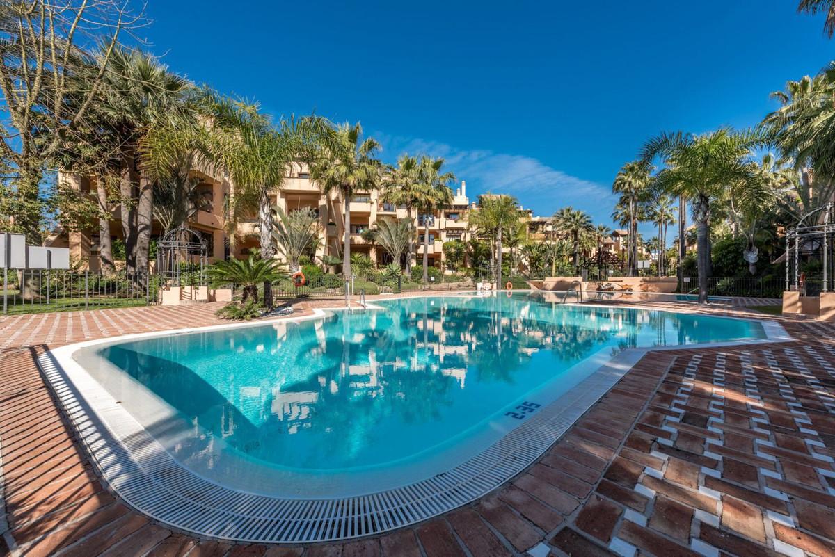 Luxury 3 bedroom corner apartment in the exclusive urbanization Bahia de Alcantara on the beach of S,Spain