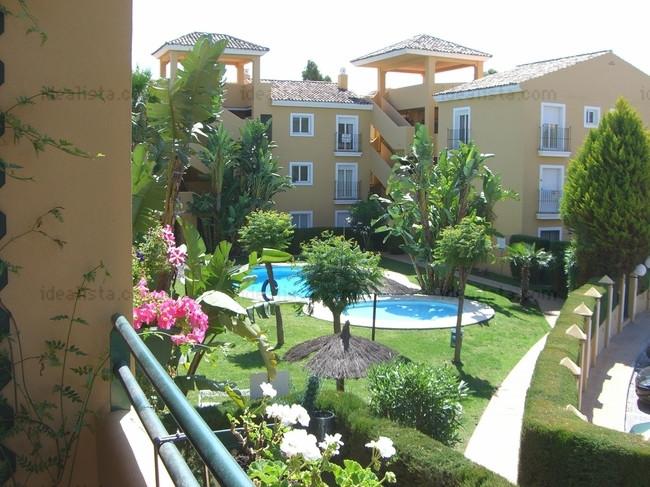 Bonito apartamento en una urbanizacion en el lado de la playa en Guadalmina baja, con piscina y jard,Spain
