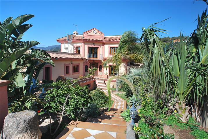 Finca - Cortijo, New Golden Mile, Costa del Sol. 4 Bedrooms, 4 Bathrooms, Built 384 m², Terrace 70 m,Spain
