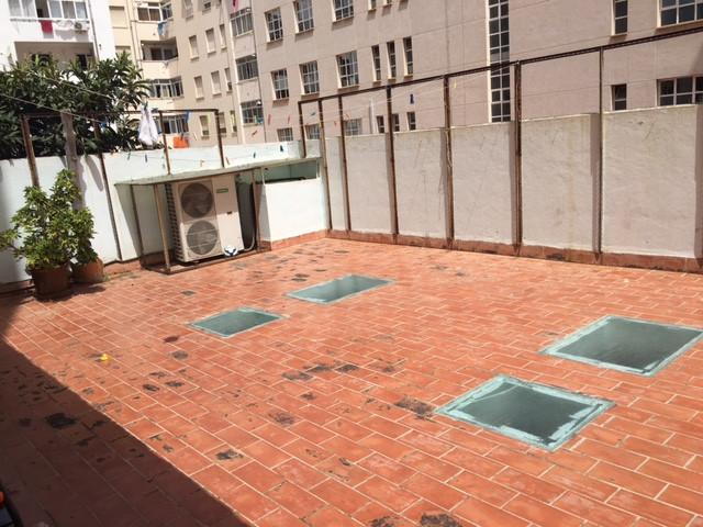 Centric apartment located entity Street Jacinto Verdaguer c / Pons i Gallarza has 100 m2 + terraces ,Spain