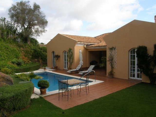 Sotogrande Alto: 3 bedroom 2 bathroom single level villa with south facing garden and pool area. Ger,Spain