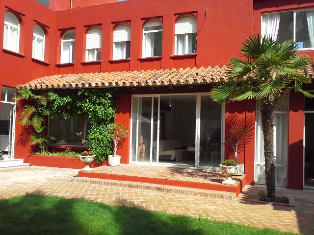 Detached Villa, Nueva Andalucia, Costa del Sol. 5 Bedrooms, 5 Bathrooms, Built 278 m², Terrace 50 m²,Spain