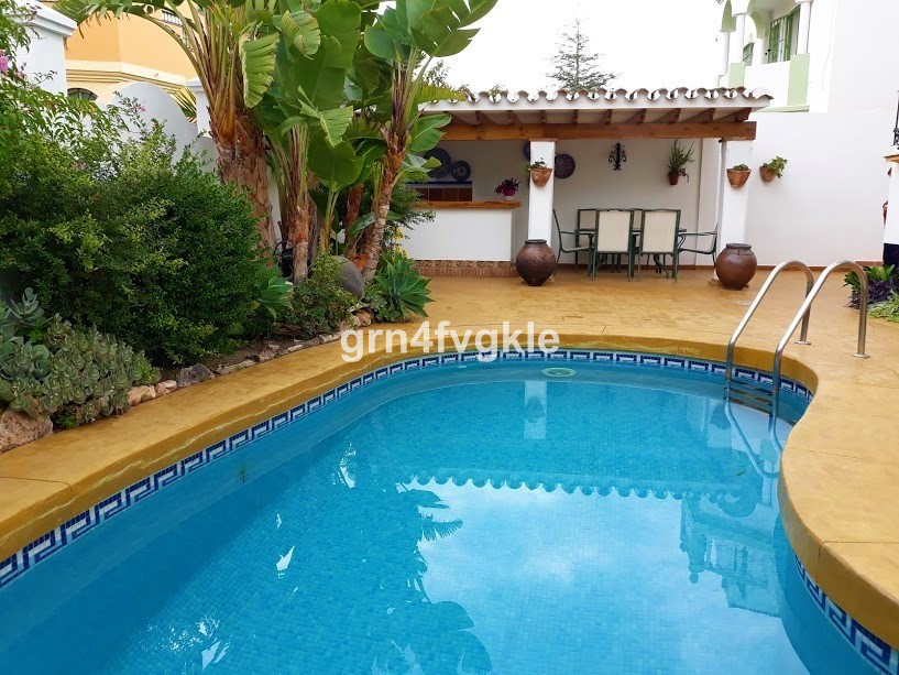 Detached Villa, Malaga, Costa del Sol. 7 Bedrooms, 3 Bathrooms, Built 300 m², Terrace 45 m&,Spain