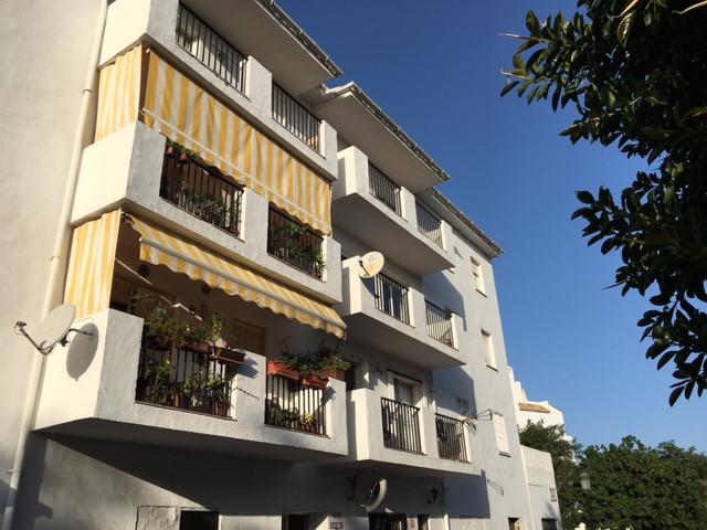 Top Floor Apartment, Estepona, Costa del Sol. 3 Bedrooms, 2 Bathrooms, Built 107 m².  Setting : Urba,Spain