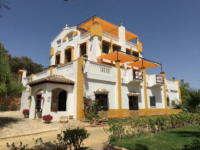 Prestigious private 42 hectare authentic estate. Hacienda, outbuildings and private bullring.  A ver,Spain