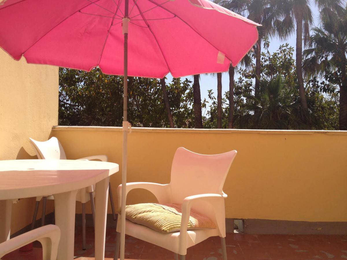 Top Floor Apartment, Estepona, Costa del Sol. 2 Bedrooms, 1 Bathroom, Built 60 m², Terrace 12 m².  S,Spain