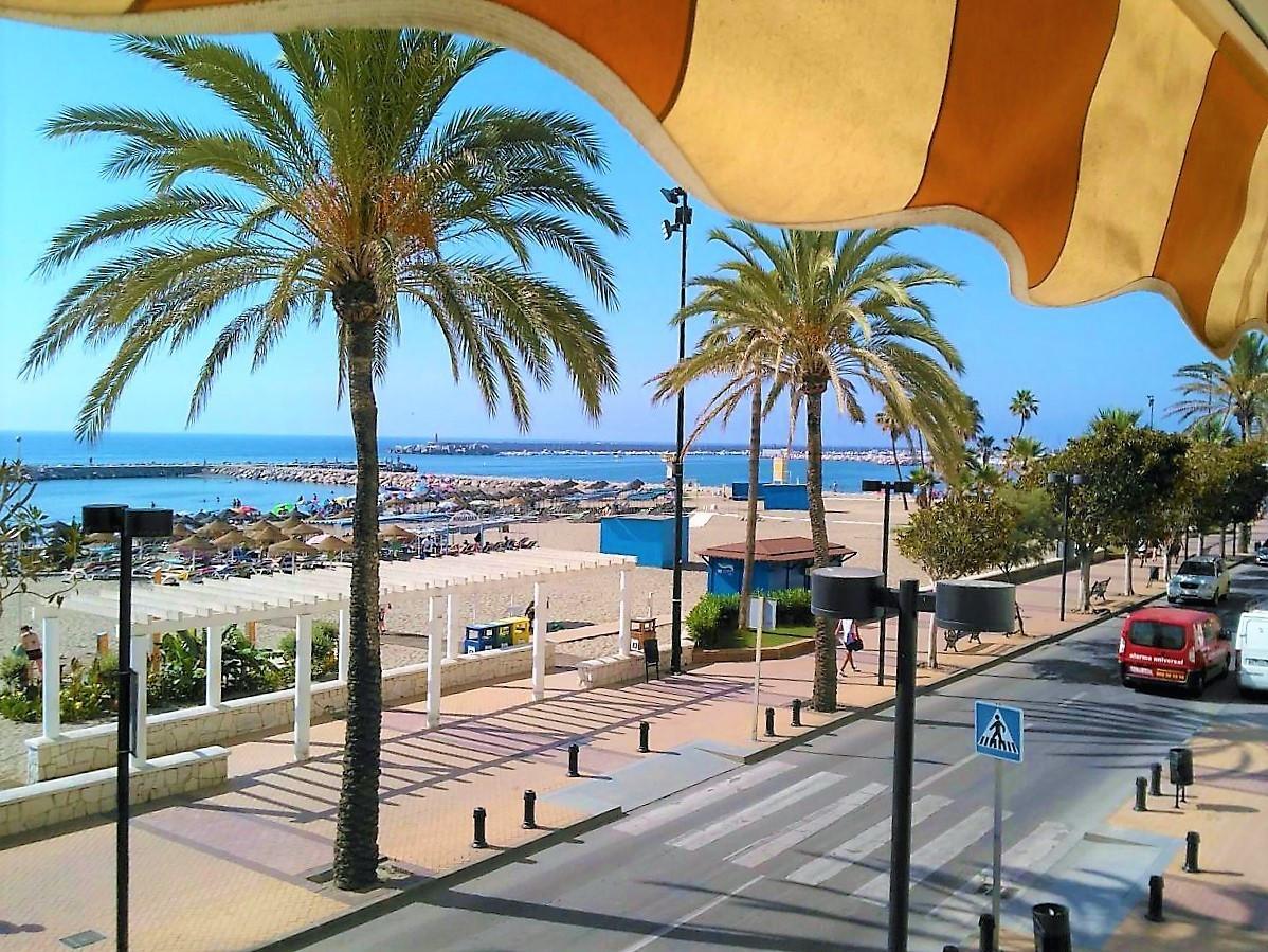 Middle Floor Studio, Fuengirola, Costa del Sol. Built 35 m².  Setting : Beachfront, Commercial Area.,Spain