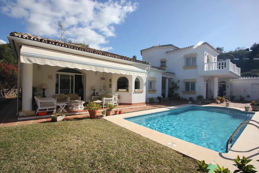 Beautiful Large 4 Bedroom 3 Bathroom Villa located in El Rosario, East Marbella and only 10 minutes ,Spain