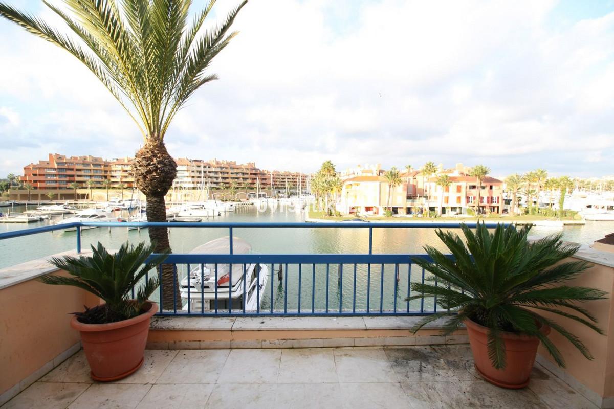 A fabulous opportunity to acquire a townhouse in the beachside complex of Ribera del Arquero. The pr,Spain