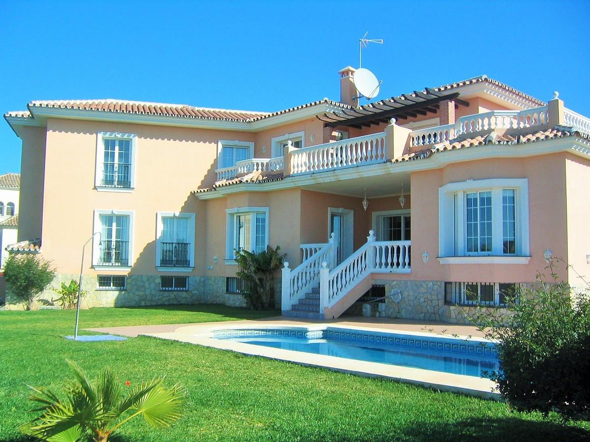 LUXURY VILLA IN MIJAS GOLF JUST 5 MINUTES FROM THE BEACH !!!  Great villa in a luxury urbanisation o,Spain