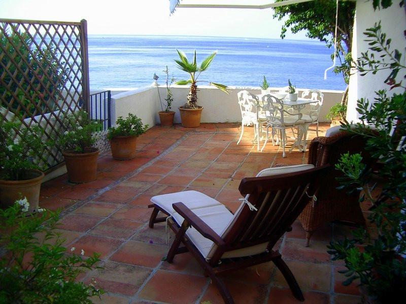 Villa - Semi Detached, Estepona, Costa del Sol. 4 Bedrooms, 5 Bathrooms, Built 430 sqm.  Setting : U,Spain